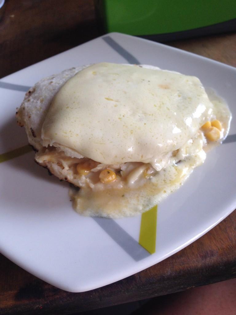 arepa con pollo